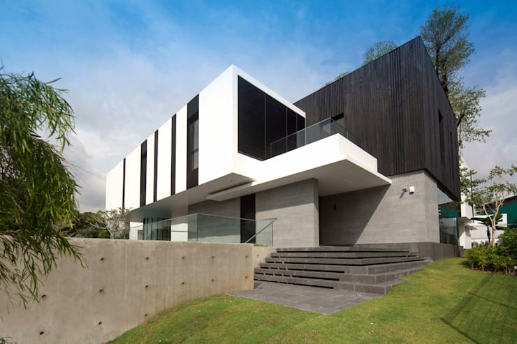 Tembusu House: modern Houses by AR43 Architects Pte Ltd