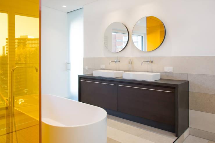 Wohnen am Rhein: minimalistische Badezimmer von Beilstein Innenarchitektur