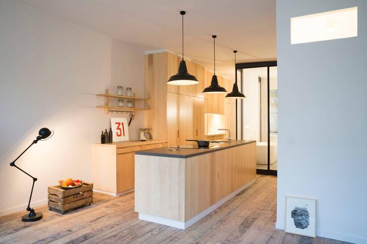 Kitchen by MELANIE LALLEMAND ARCHITECTURES