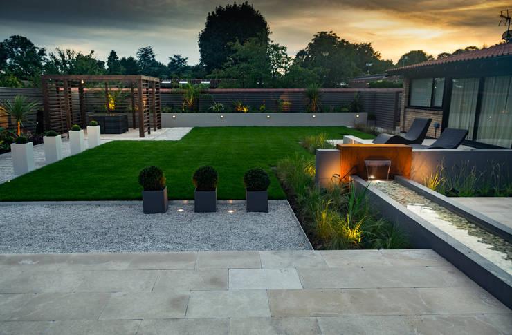 Сад  в . Автор – Robert Hughes Garden Design