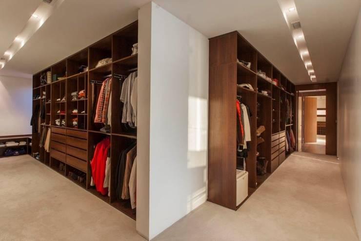 Closets de estilo  por CIBA ARQUITECTURA