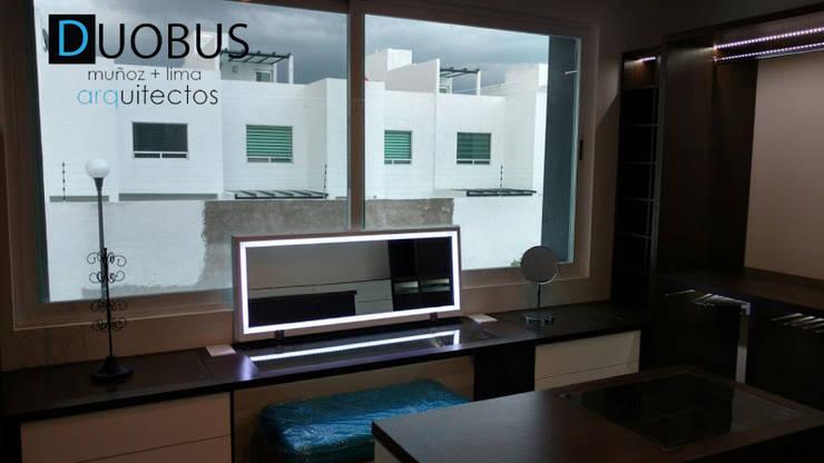 vanity: Vestidores y closets de estilo  por DUOBUS M + L arquitectos
