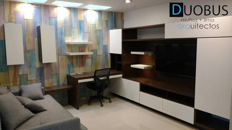 sala tv.: Salas de estilo  por DUOBUS M + L arquitectos