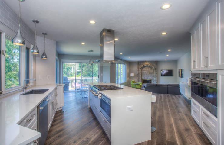 A Modern Haven:  Kitchen by Dahl House Design LLC