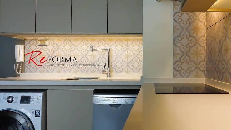 Reforma Malamud-Larenas: Cocinas de estilo  por Reforma Arquitectura SpA