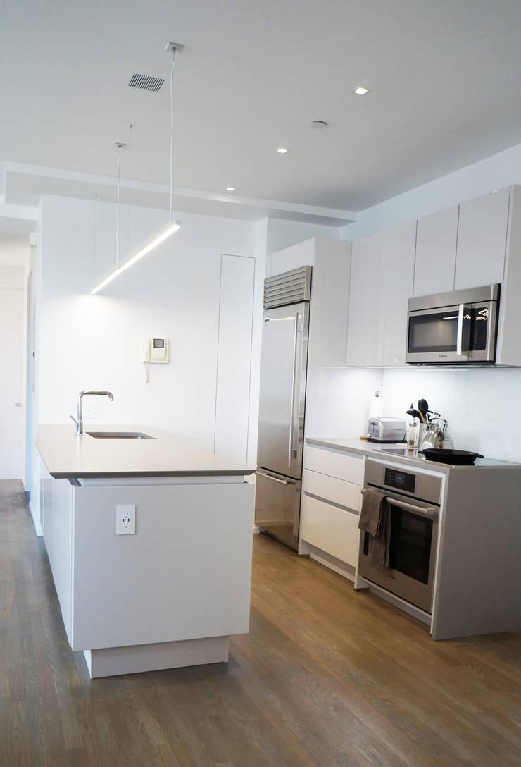 Brooklyn Gut Renovation :  Kitchen by Atelier036