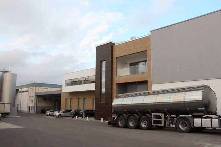 Obra V.C.L.: Lojas e espaços comerciais  por FBF materiais de construção