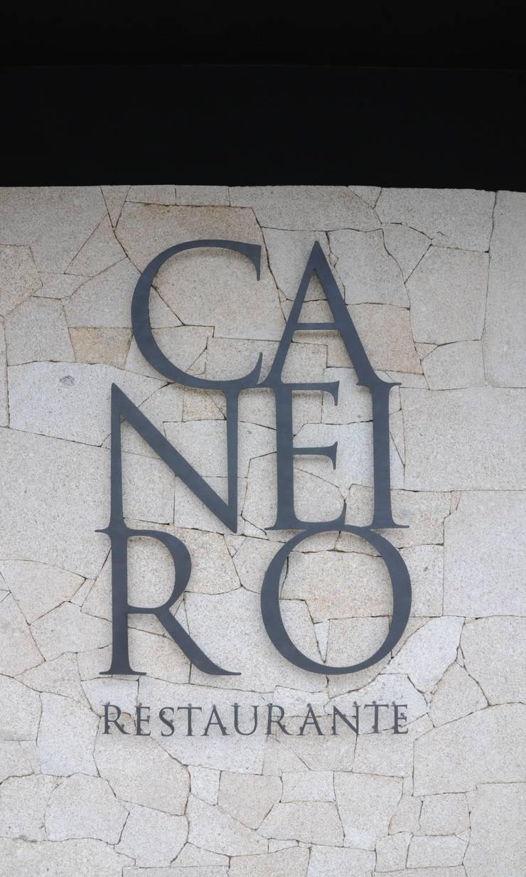 Caneiro Restaurante: Espaços de restauração  por PAULA NOVAIS ARQUITECTOS E DESIGN