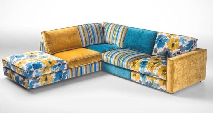 Sofás de canto Corner sofas www.intense-mobiliario.com  NOTSUOH : Sala de estar  por Intense mobiliário e interiores;