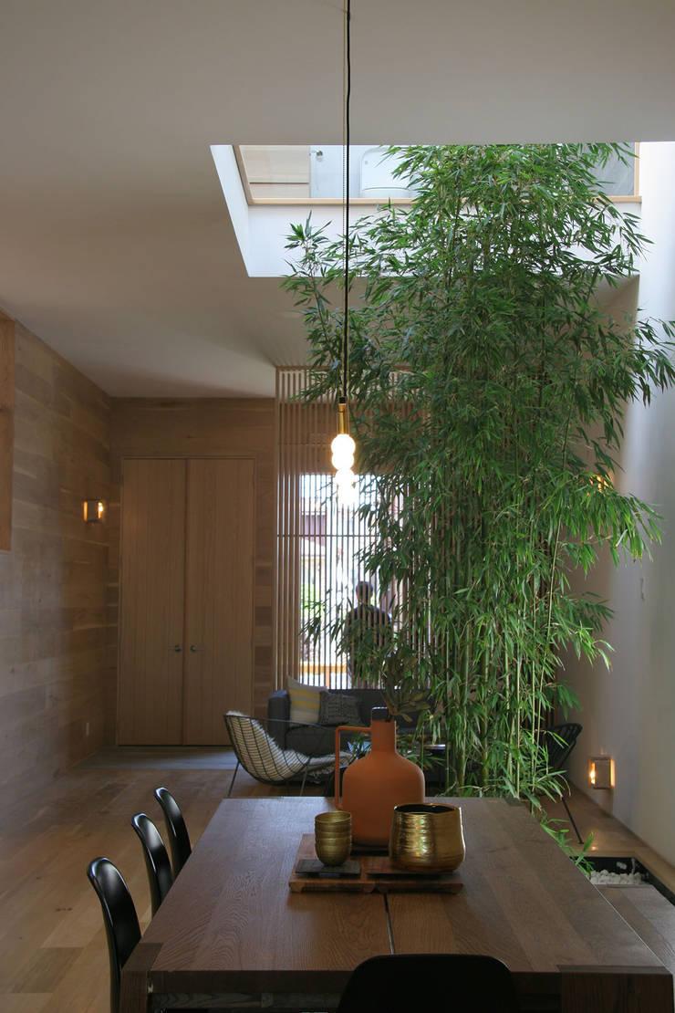 Central Courtyard :  Corridor & hallway by AtelierSUN