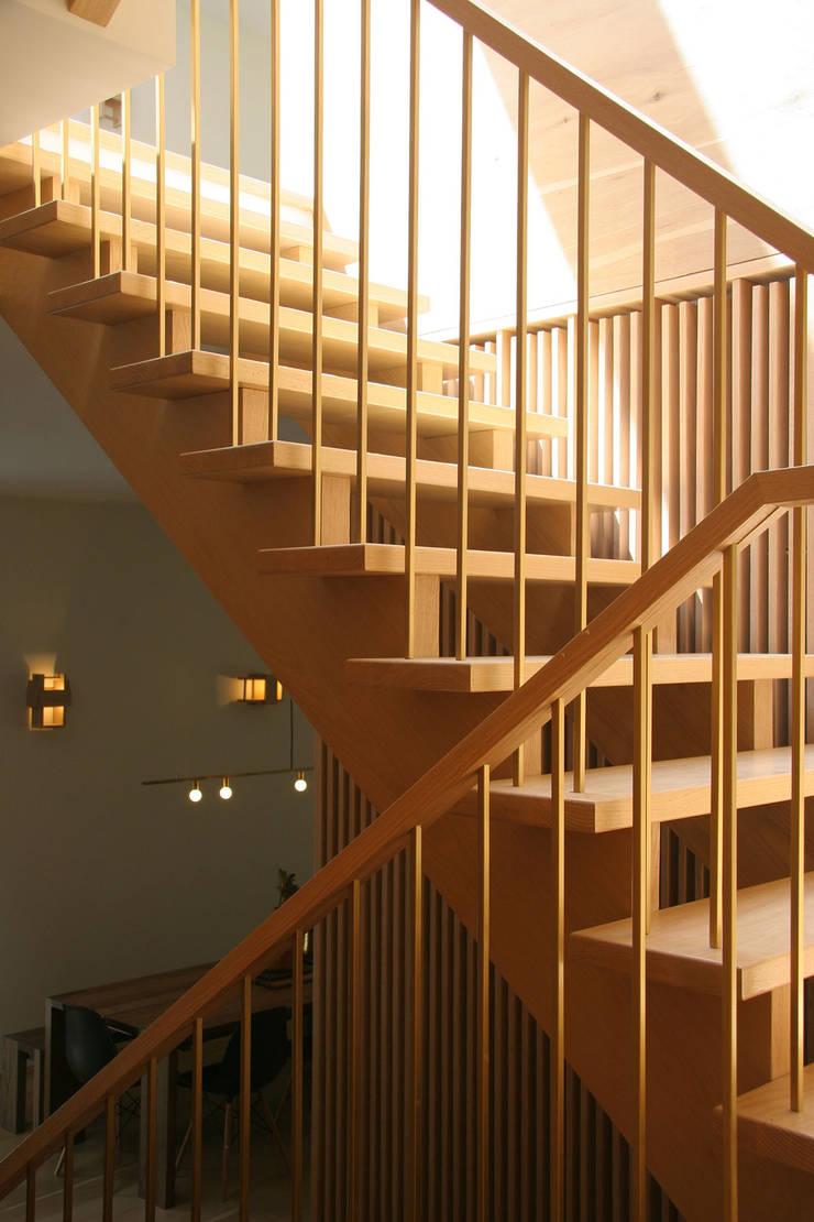 stairs:  Corridor & hallway by AtelierSUN