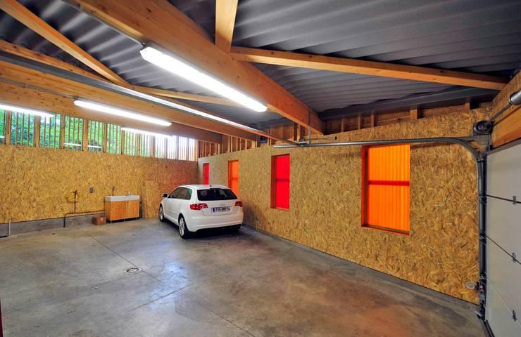 Garajes y galpones de estilo moderno por Atelier Presle
