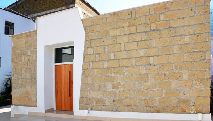 Casas de estilo  por mera architetti
