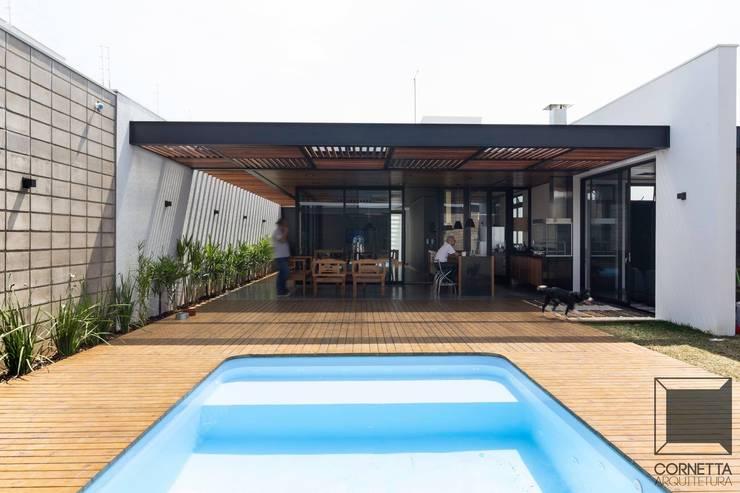 Casas de estilo  por Cornetta Arquitetura