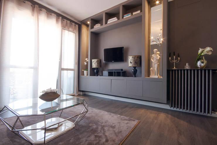 غرفة المعيشة تنفيذ DemianStagingDesign
