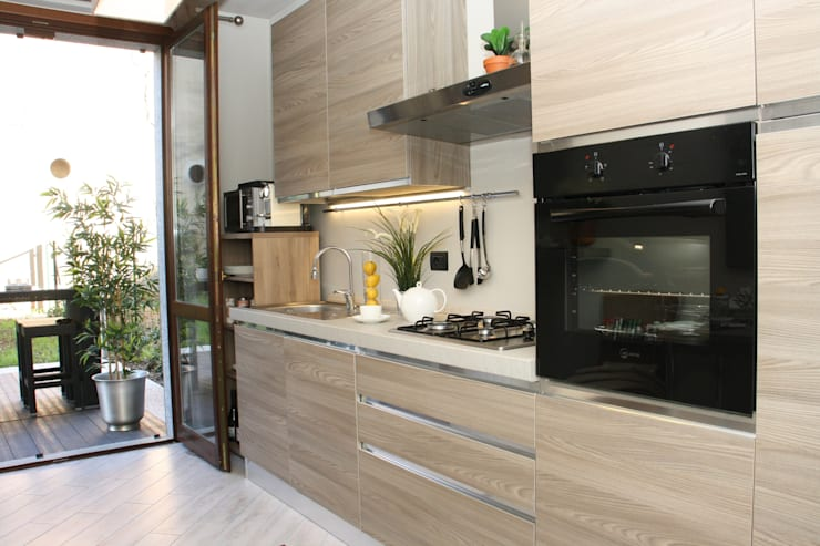 Classic style kitchen by DemianStagingDesign Classic