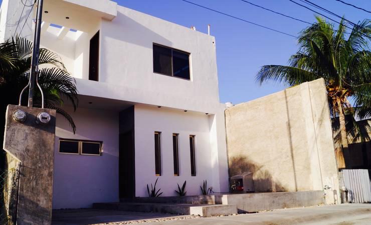 Casa Flamingos: Casas de estilo moderno por Grupo HCH