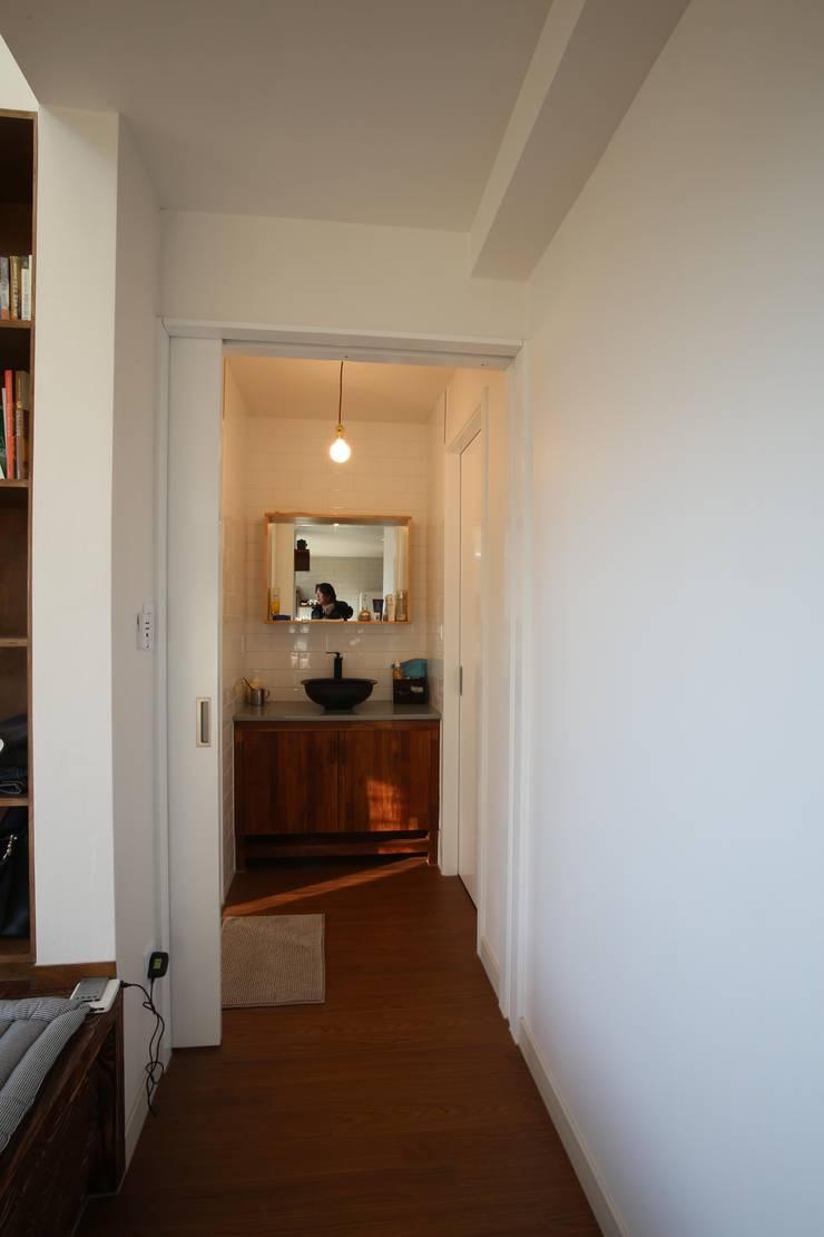 전수리 주택: 위드하임의  욕실,모던
