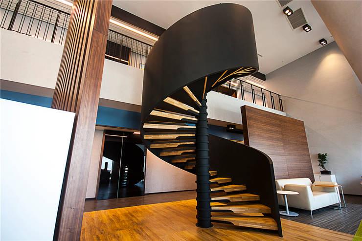 Corridor, hallway & stairs by MERDİVENEVİ