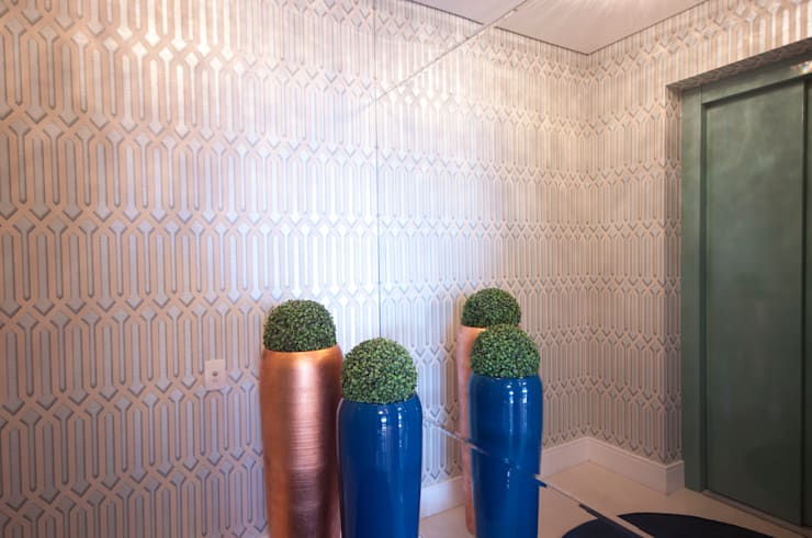 Hall de entrada: Corredores e halls de entrada  por Haus Brasil Arquitetura e Interiores