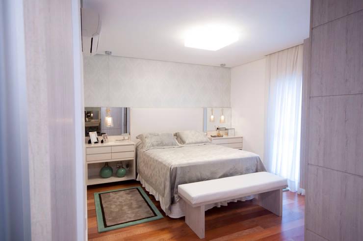 Suíte master: Quartos  por Haus Brasil Arquitetura e Interiores