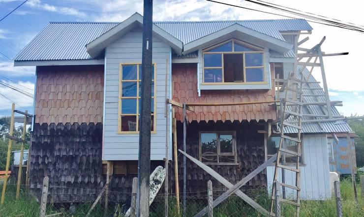 REVESTIMIENTOS 3: Casas de estilo  por GerSS Arquitectos