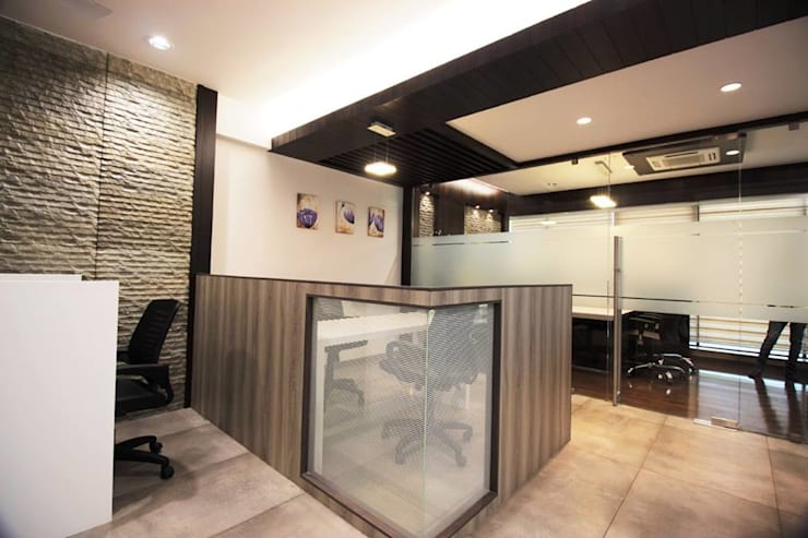OFFICE :  Study/office by studio 7 designs