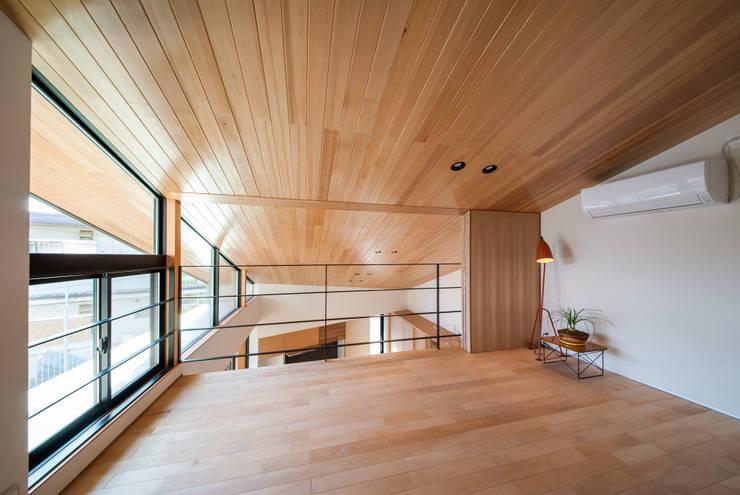Phòng ngủ by STaD(株式会社鈴木貴博建築設計事務所)