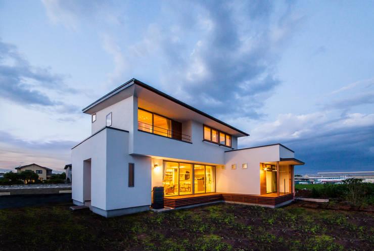 Projekty, skandynawskie Domy zaprojektowane przez STaD(株式会社鈴木貴博建築設計事務所)