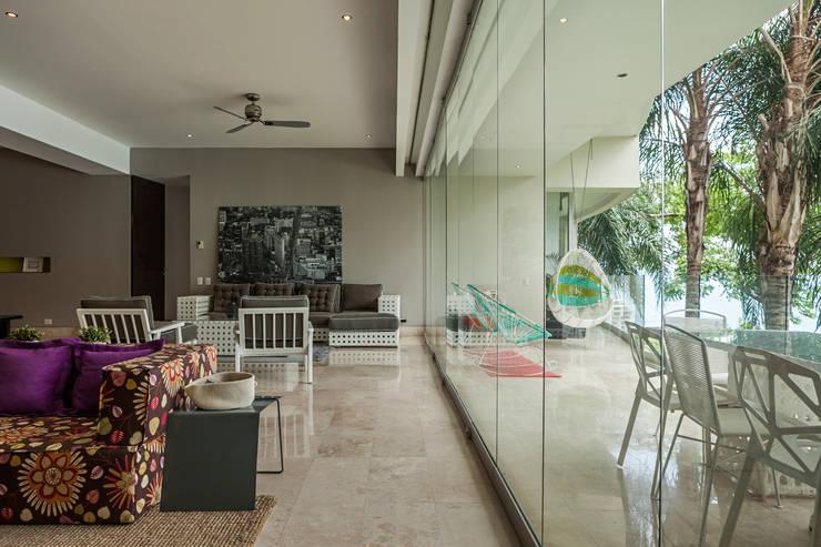 AVALON: Salas de estilo  por MORADA CUATRO