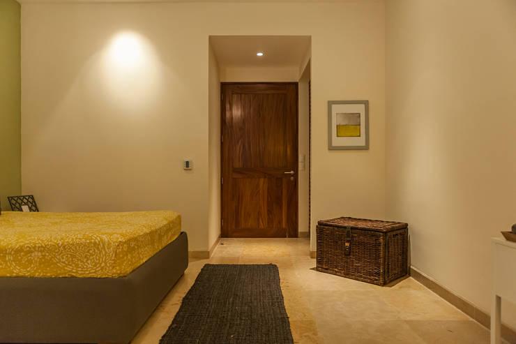 Bedroom by MORADA CUATRO, Modern
