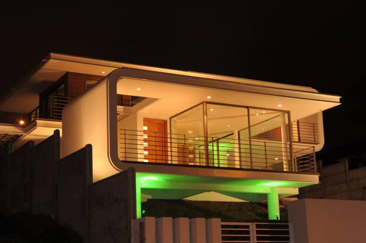 Casa Bore: Casas de estilo  por Castro / Guarda Arquitectos