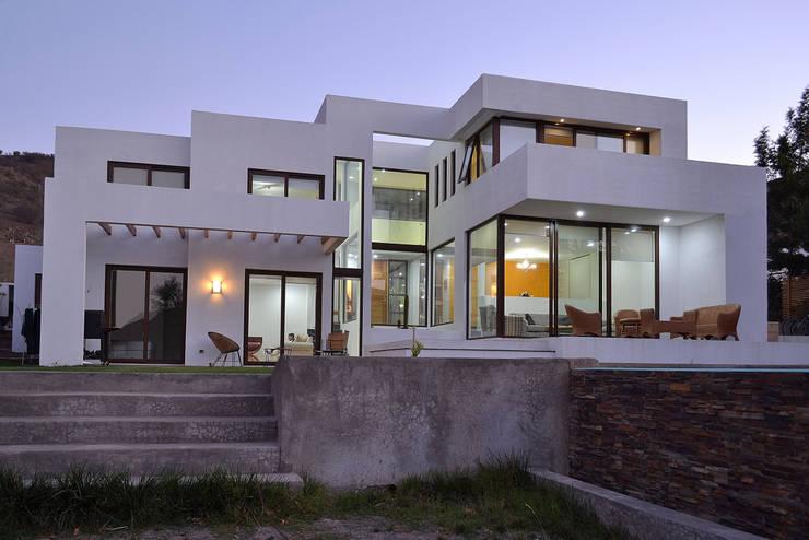 Casas de estilo  por Marcelo Roura Arquitectos