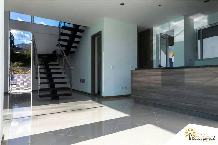 Condominio Guayacanes 2: Casas de estilo  por O11ceStudio, Moderno
