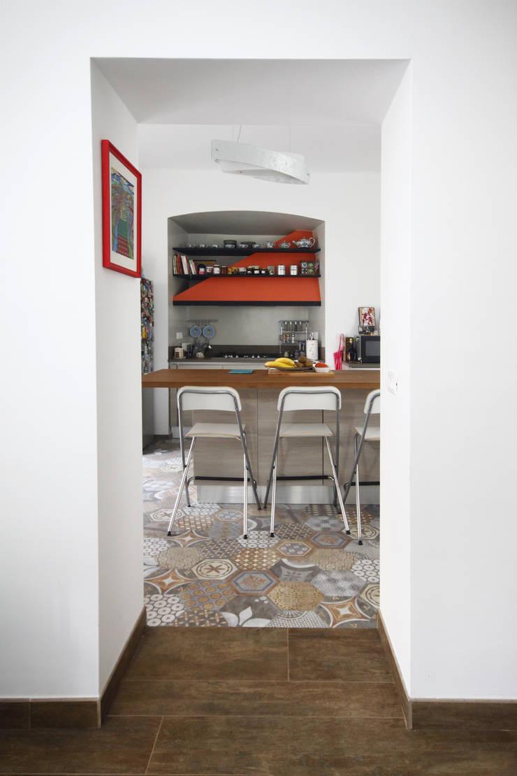 CASA M&L: Cucina in stile  di Andrea Orioli