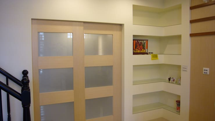 初啼 – 台南麻豆 -新成屋:  客廳 by 高筌室內設計