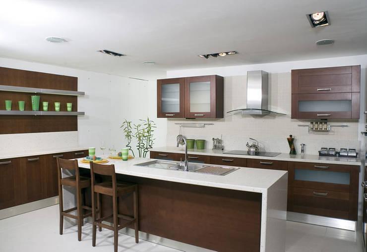 Kitchen by REYHAN MUTFAK I BANYO I DEKORASYON