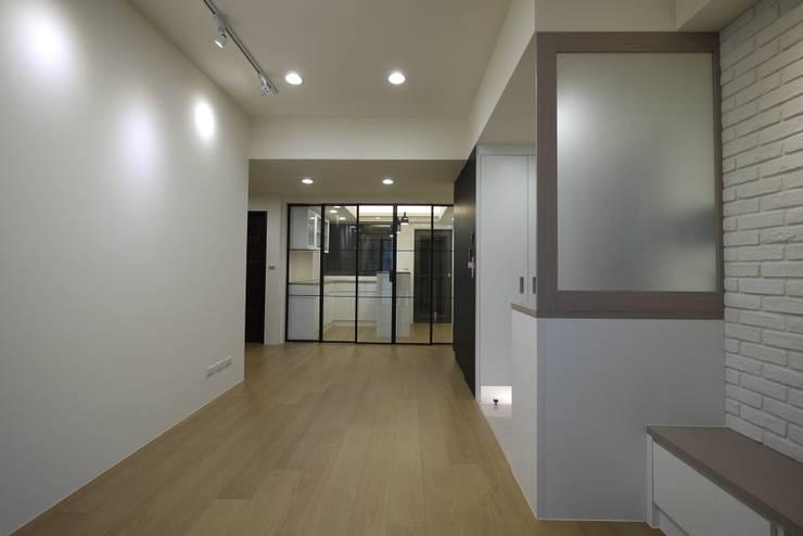 童心 – 新北永和 – 新成屋:  客廳 by 高筌室內設計