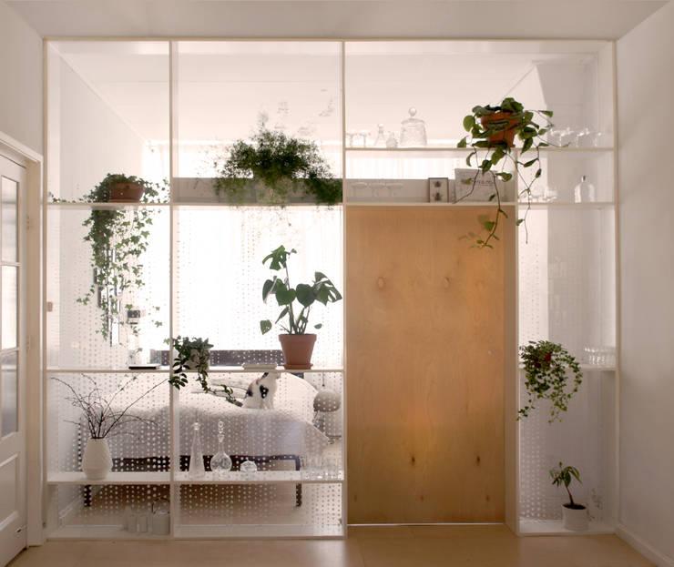 Xtra Room :  Woonkamer door Atelier ARI
