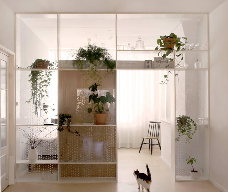 Xtra Room:  Woonkamer door Atelier ARI