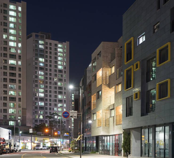 다다름: 보편적인 건축사사무소의  주택