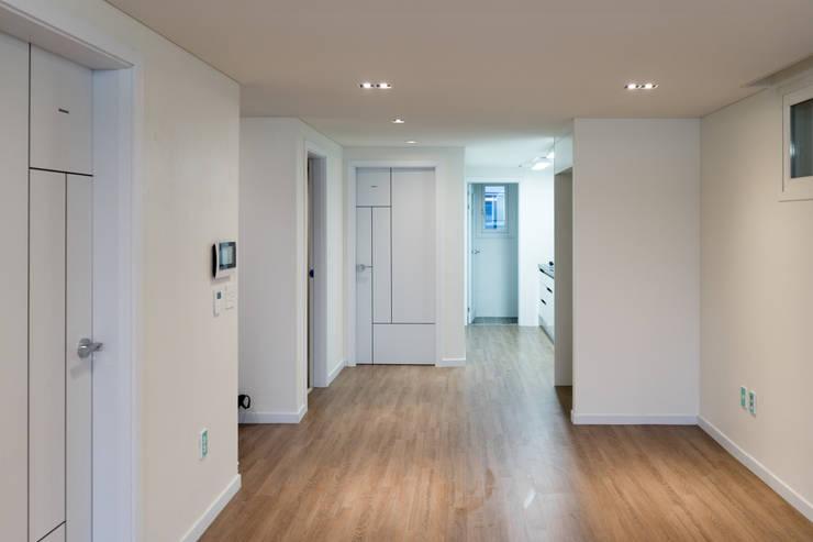 다다름: 보편적인 건축사사무소의  거실
