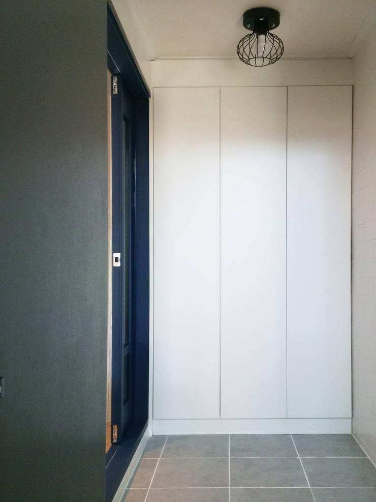 혜화동 빌라 리모델링: 디자인팩토리9MM의  드레스 룸,