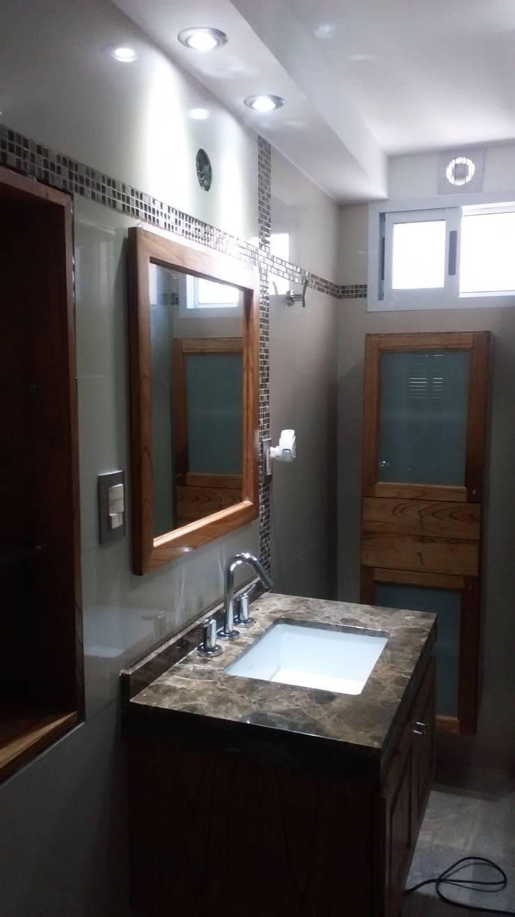 Remodelacion de baño:  de estilo  por Remodelaciones SF