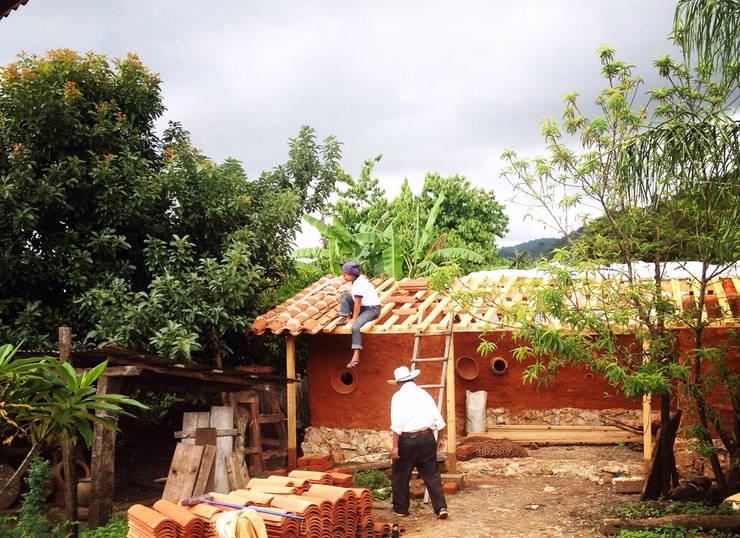 Amatenango del Valle - Programa VACA / Juan Carlos Loyo Arquitectura: Casas de estilo  por Juan Carlos Loyo Arquitectura
