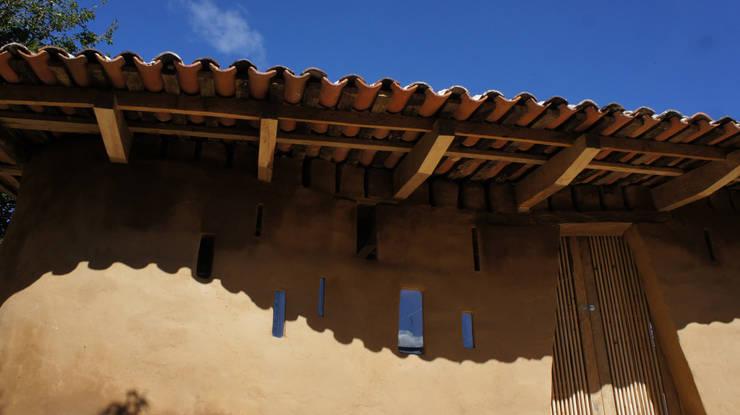 Zinacantan - Programa VACA / Juan Carlos Loyo Arquitectura: Casas de estilo  por Juan Carlos Loyo Arquitectura