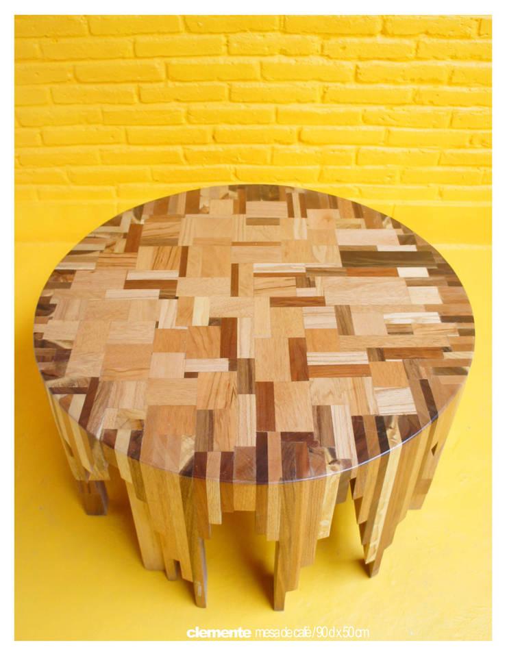 Orso y Mateo / Juan Carlos Loyo Arquitectura: Salas de estilo  por Juan Carlos Loyo Arquitectura