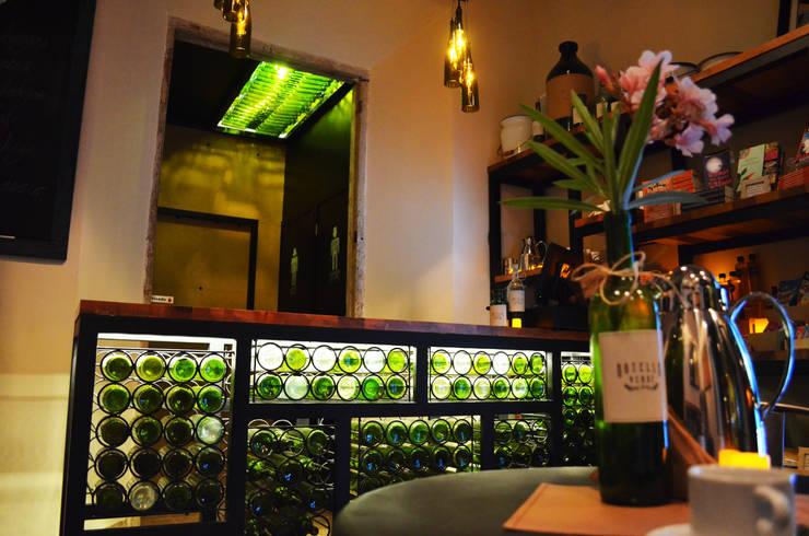 Botella verde: Restaurantes de estilo  por Workshop, diseño y construcción