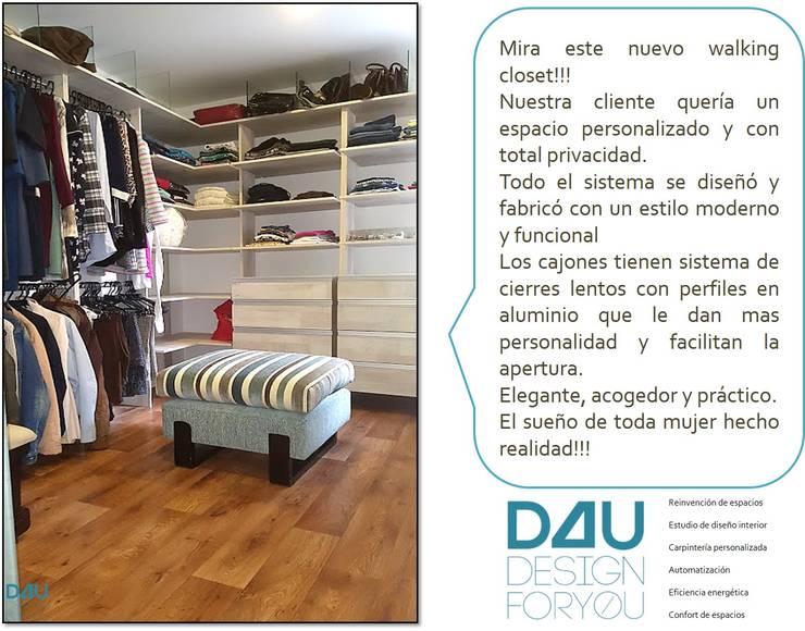 Diseño de walking closet:  de estilo  por Design For You SAS