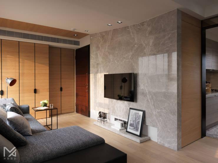 純粹、光線:  客廳 by 沐朋設計